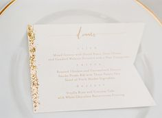 Glitter-edged dinner menus bring subtle sparkle to simple ivory plates. We can't get enough!