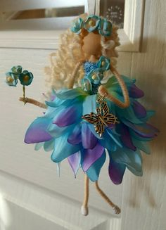 Fairy Crafts, Doll Crafts, Flower Crafts, Worry Dolls, Fairy Clothes, Clothespin Dolls, Tiny Dolls, Flower Fairies, Felt Dolls