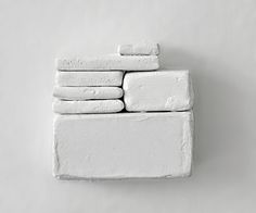 White art sculpture installation artist Janine Magelssen (chalk and glue) Object Photography, Texture Photography, Contemporary Sculpture, Contemporary Art, The White Album, Principles Of Design, Sketchbook Inspiration, Art Object, White Art