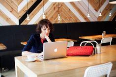Dorota Gardias wybrała torbę na laptopa Alfie Scarlet od Knomo