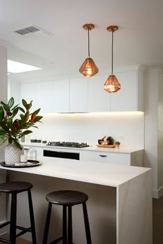 Reno Rumble by Freedom Kitchens White modern kitchen with Carrara stone / marble benches and cooper pendant lights Kitchen Splashback Tiles, Metal Kitchen Cabinets, Stone Kitchen, New Kitchen, Kitchen Ideas, Splashback Ideas, Wall Cabinets, Kitchen Layout, Rustic Kitchen