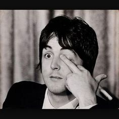 Paul McCartney has always been labeled the innocent, most lovable and caring member of The Beatles. Although Macca has always loved to sing a good love song the dude is actually the most gangsta as fuck member of the fab four. Bruce Dickinson, Ringo Starr, George Harrison, Julian Lennon, Music Love, Music Is Life, Music Music, Music Stuff, Cinema Tv
