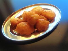 Loukoumades / Luftige honningboller | Gresk mat! Pretzel Bites, Bread, Ethnic Recipes, Food, Brot, Essen, Baking, Meals, Breads