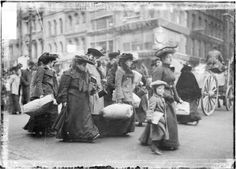 [Christmas shoppers walking in a commercial street in Chicago, 1903.