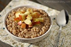 Steel cut Oatmeal recipe using the Instant Pot that is plant-based, dairy-free and gluten-free. Hip Pressure Cooking, Instant Pot Pressure Cooker, Pressure Cooker Recipes, Wrap Recipes, Sweet Recipes, Vegan Recipes, Vegan Food, Vegan Vegetarian, Yummy Recipes
