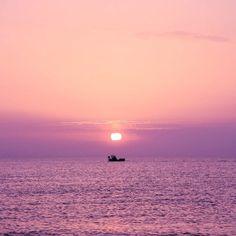 """1,332 mentions J'aime, 32 commentaires - Camille Talks ⚓️🎈 (@camilletalks) sur Instagram: """"Aujourd'hui il a fait tout gris alors je vous ressors une photo de la mer et d'un lever de soleil…"""""""