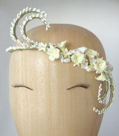 Tocado de novia / corona de flores y por PapillonsDeLeticia en Etsy, £98.00
