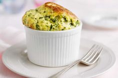 Spinach and Parmesan Souffles -- Start your spring lunch on a high with these light, fluffy and flavoursome pots of green and gold. Spinach Souffle, Cheese Souffle, Courgettes Weight Watchers, Souffle Recipes, Tray Bakes, Parmesan, Cooking Recipes, Pastry Recipes, Dessert Recipes