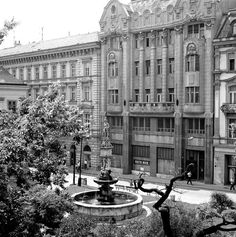 hlavne_namestie_patrik_guldan_stara_ba Bratislava, Old Photos, Europe, Retro, Travel, Pictures, Nostalgia, Old Pictures, Viajes