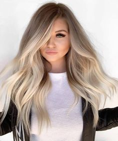 Stunning ideas of balayage hair colors and highlights for long hair to wear in Balayage is one of those colors which are suitable with various hair lengths and hair textures. So choose here these shades of balayage colors to polish your personality. Hair Color Balayage, Dark Roots Blonde Hair Balayage, Blonde Balyage, Haircolor, Blonde Hair On Brunettes, Balayage Hairstyle, Blonde Long Hair, Blonde Highlights On Dark Hair All Over, Cool Toned Blonde Hair