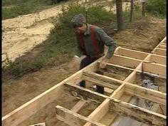"""Каркасные полы и лестницы ― первое онлайн видео из серии обучающих фильмов, являющейся дополнением к книге Ларри Хона """"Очень эффективный плотник"""" о каркасном домостроении своими руками. В представленном онлайн видео Ларри Хон с братом Джо начнут строить каркасный дом по технологии """"платформа"""", а именно – монтаж полов и лестниц."""