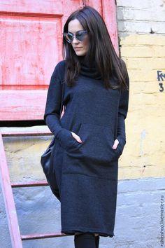 Купить или заказать Платье Double Grey в интернет-магазине на Ярмарке Мастеров. Комфортное и стильное платье из плотного приятного трикотажа. Платье прямое с воротником хомутом которой можно использовать как капюшон. Имеется один накладной карман. У платье удлиненные рукава с вырезом для пальчика это находка для ручек, очень уж люблю эту деталь. Платье можно носить как зимой так и летом в прохладные деньки. *Состав Шерсть 10%, вискоза 80% ,эластан 10%.