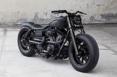 than black: Rough Crafts' Dyna Fat Bob Blacker than black: a custom Harley Dyna Fat Bob from Rough Crafts.Blacker than black: a custom Harley Dyna Fat Bob from Rough Crafts. Harley Dyna, Harley Davidson Dyna, Harley Davidson Motorcycles, Harley Sport, Harley Race, Classic Harley Davidson, Harley Bikes, Retro Bikes, Custom Harleys