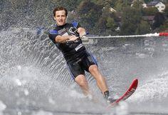 """Etwas andere Ski: Für TV-Aufnahmen versuchte sich der Abfahrtsolympiasieger Matthias Mayer als Wasserskifahrer und machte auch im nassen Element eine hervorragende Figur. """"Es hat richtig Spaß gemacht"""". Mehr Bilder des Tages auf: http://www.nachrichten.at/nachrichten/bilder_des_tages/ (Bild: Reuters)"""