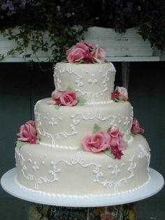 Bellissima torta nuziale bianca con fiori rosa. Guarda altre immagini di torte nuziali: http://www.matrimonio.it/collezioni/torte_nuziali/5__cat