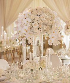 Classic and elegant in a modern way. All White Wedding, Plan Your Wedding, Dream Wedding, July Wedding, Centre Pieces, Wedding Planner, Wedding Inspiration, Wedding Ideas, Chandelier