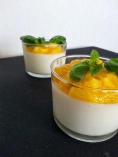 Panna cotta au basilic et purée de mangue