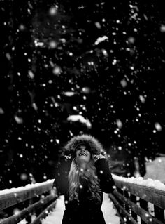 How to Shoot Winter Portrait Photography Snow Photography, Portrait Photography, Foto Portrait, Snow Pictures, Snow Senior Pictures, Winter Pictures, Christmas Pictures, Photoshoot Inspiration, Insta Photo