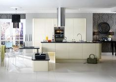 Ideas to freshen up your kitchen without the expense of a complete kitchen redesign and refit. Recession friendly design from My Beautiful Kitchen. Kitchen Doors, Open Kitchen, High Gloss Kitchen, Handleless Kitchen, Kitchen Gallery, Folding Doors, Beautiful Kitchens, Kitchen Designs, Kitchen Ideas