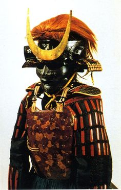 毛利元就 Mōri Motonari (1497 – 1571). 伝・毛利元就所用 栗色韋包瓢箪唐草蒔絵四枚胴具足 (毛利博物館蔵)