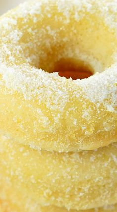 Lemon Sugar Baked Donuts ~ These easy-to-make, bursting-with-lemon treats are perfect for breakfast, brunch, or dessert! Delicious Donuts, Delicious Desserts, Dessert Recipes, Yummy Food, Lemon Desserts, Lemon Recipes, Sweet Recipes, Baked Donut Recipes, Baked Doughnuts