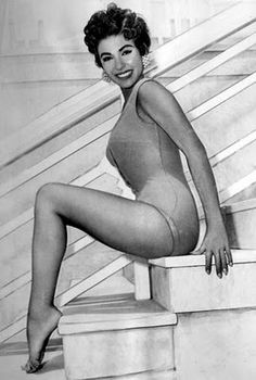 Rosa Dolores Alverio was born on December 1931 in Humacao, Puerto Rico. Rita Moreno, Old Hollywood Stars, Old Hollywood Movies, Classic Hollywood, Hollywood Icons, Hollywood Glamour, Timeless Beauty, Classic Beauty, Cinema