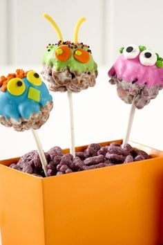 Mini marshmallow and cereal monsters are great Halloween party treats!