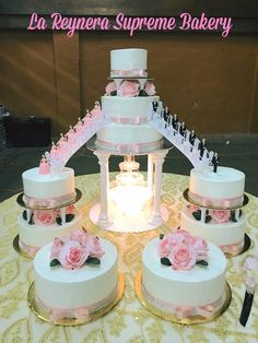 Cake like josy cake Diy Wedding Cake, Wedding Cake Roses, Wedding Cake Stands, Wedding Cakes With Cupcakes, Elegant Wedding Cakes, Wedding Cake Designs, Blue Wedding, Fountain Wedding Cakes, Quince Cakes