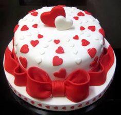 bolo redondo branco e vermelho - Pesquisa Google