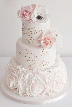 Gold and pink wedding cake @weddingchicks
