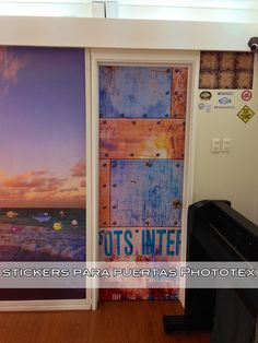 Stickers para puertas en tela autoadhesiva Phototex. www.kheprint.cl