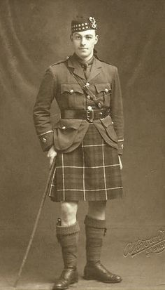 +~+~+ Vintage Photograph +~+~+  Seaforth Highlander of Canada ~ First World War (1914-1918).
