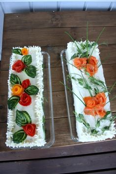 Voileipäkakut Tea Party Sandwiches, Appetizer Sandwiches, Appetizers, Fruit Decorations, Food Decoration, Curry D'aubergine, Sandwich Torte, Fruit And Vegetable Carving, Food Carving