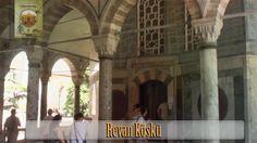 Bu sekizgen planlı, dışı mermer içi ise İznik çinileri ile kaplı bir köşktür. Murat IV tarafından Revan, bugün Ermenistan'ın başkenti olan Erivan şehrinin fethinin anısına yaptırılmıştır. Bu köşk aynı zamanda, sarık odası olarak da adlandırılmıştır. Sarıklar bir dönem burada muhafaza edilmiştir. Has odanın yılda bir büyük temizliği esnasında, hırka-i şerif ve diğer kutsal emanetler buraya konurdu.