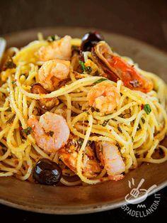 Gli Spaghetti ai frutti di mare, bottarga e olive sono una vera goduria per il palato, vostro e dei vostri invitati.
