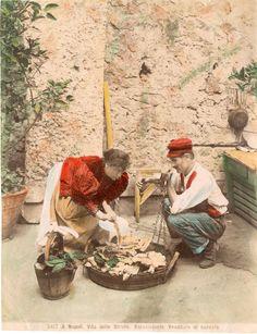 Italia, Costumi, Napoli, venditore di baccalà    #Europe #Italia #Costumi_Types