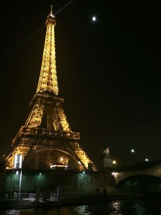 The Eiffel Towter lit up at night.