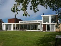 House in Martindale Country Club / Alric Galindez