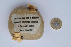 sasso fermacarte con aforisma John Lennon di comivishop su Etsy