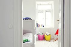 kidsroom in white with colorfull accents!