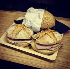 #renzini è arrivato anche a Varese con la sua porchetta vera umbra! Grazie @luca_g_90 per lo scatto su Instagram! Panini Sandwiches, Fett, Bread, Instagram, Paninis, Breads, Baking, Bread Rolls, Sandwich Loaf