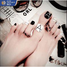 black white toe nails short false nail art diy tool for summer holiday finger - Pretty Toe Nails, Cute Toe Nails, Gorgeous Nails, Black Toe Nails, Pedicure Nail Art, Nail Art Diy, Easy Nail Art, Feet Nail Design, Toe Nail Designs