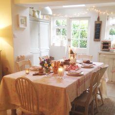 Quite enjoying the cosier autumnal feel this evening ✨ Country Chic Kitchen, Rustic Kitchen, Kitchen Decor, Kitchen Ideas, Cottage Living, Cozy Cottage, Cottage Homes, Interior Design Inspiration, Kitchen Inspiration