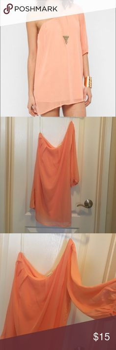 Peach Honey Punch One Shoulder Chiffon Dress Super adorable peach chiffon one-shoulder dress. Never worn. Open to offers :) Honey Punch Dresses One Shoulder