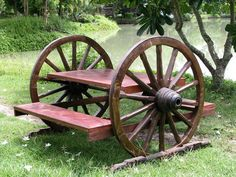 Wagon wheel picnic table-Absolutely have to get this some day! Western Furniture, Rustic Furniture, Garden Furniture, Refurbished Furniture, Arranging Furniture, Furniture Decor, Rustic Patio, Rustic Table, Rustic Outdoor