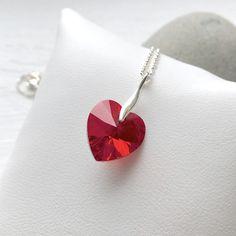Collier court argent 925 avec coeur en cristal Swarovski rouge