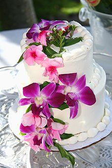 Beautiful two tier wedding cake! I'm thinking two tier w/ a sheet cake backup will be perfect for me. Orchid Wedding Cake, 2 Tier Wedding Cakes, Wedding Cake Rustic, Beautiful Wedding Cakes, Beautiful Cakes, Dream Wedding, Wedding Cupcakes, Amazing Cakes, Hawaiian Wedding Themes