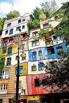 WIKITREE | 자연의 곡선을 사랑한 건축가 '훈데르트바서'