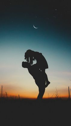 Photography Discover When I& laying close to someone eles your stuck in my head and. Silhouette Photography, Shadow Photography, Artistic Photography, Couple Photography, Amazing Photography, Art Photography, Couple Wallpaper, Love Wallpaper, Galaxy Wallpaper