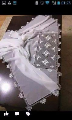 Namaz örtüsü Needle Lace, Needle And Thread, White Embroidery, Embroidery Stitches, Afghan Dresses, Crochet Clothes, Tatting, Needlework, Projects To Try